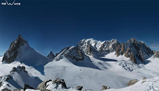 70,000 pictures make up this panorama of Mont Blanc