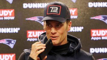 The internet thinks Brady needs a phone upgrade