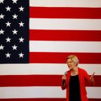 Democratic candidate Warren sees U.S. economic downturn; urges quick steps