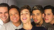 Foto do cantor Leonardo com os quatro filhos causa alvoroço na web