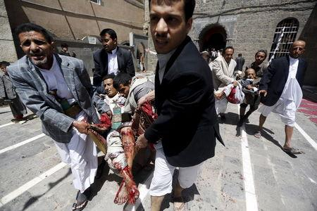 ATTENTION EDITORS - VISUAL COVERAGE OF SCENES OF INJURY OR DEATH People carry the injured out of a mosque which was attacked by a suicide bomber in Sanaa March 20, 2015. At least 16 people were killed when suicide bombers blew themselves up in two mosques in the Yemeni capital Sanaa on Friday during noon prayers, medical sources told Reuters. The mosques are known to be used mainly by supporters of the Shi'ite Muslim Houthi group which has seized control of the government. REUTERS/Khaled Abdullah TPX IMAGES OF THE DAY TEMPLATE OUT - RTR4U5R1