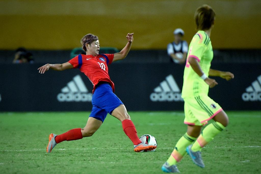 Jeon Ga Eul of South Korea controls the ball during their women's East Asian Cup football match against Japan at the Wuhan Sports Center Stadium in Wuhan on August 4, 2015