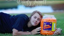 Teenager posed with favorite food for her cheesy senior photos