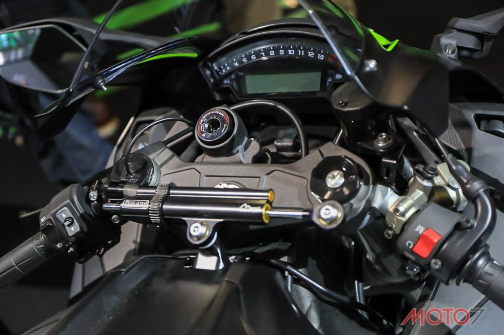 OHLINS電子防甩頭能夠加強車輛在高速下的穩定性。