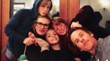 La foto más familiar e inesperada de Julia Roberts: así posa con su marido y sus tres hijos
