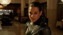 Evangeline Lilly se burla de todos los hombres de Marvel que se quejan de sus vestuarios ajustados ¡y nos encanta!