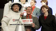 Virgin Galatic plans to build the first commercial spacecraft