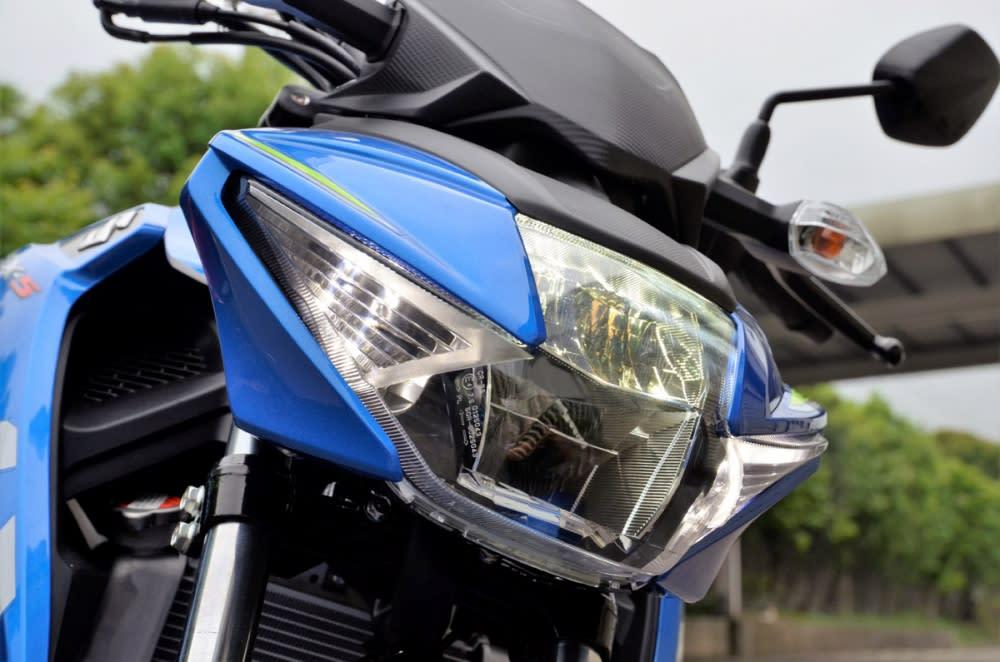 GSX-S150 的LED 頭燈看來與GSX-R150 相同。