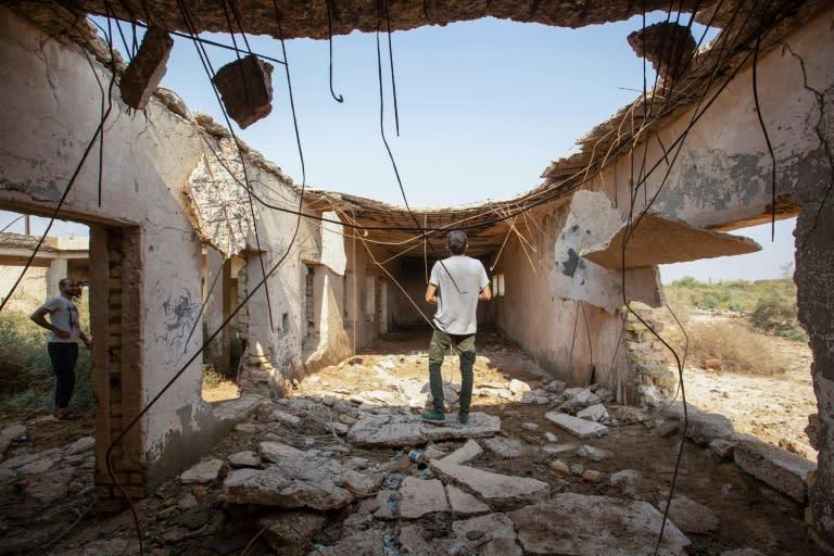 战争的回忆深入人心,建筑物的废墟依然存在-诸如伊拉克一汽地区的废墟-但两国领导人现在有着密切的联系