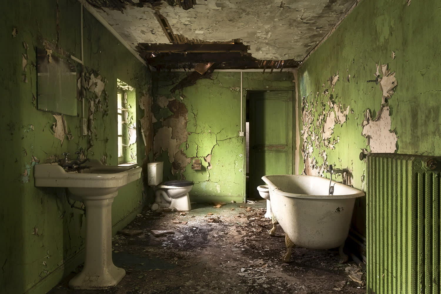 <p>Roman Robroek, 30, a Dutch photographer, traveled all over France to capture the beauty of these decaying buildings. (Photo: Roman Robroek/Caters News) </p>