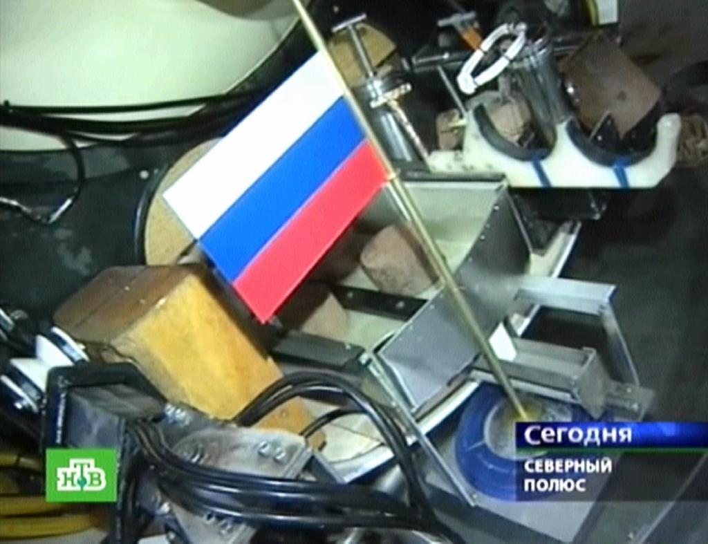 This Russian NTV channel image grab taken on November 7, 2014 shows the Russian flag fixed on board the Mir-1mini-submarine as it dives into the water of Arctic Ocean, on August 2, 2007 (AFP Photo/)