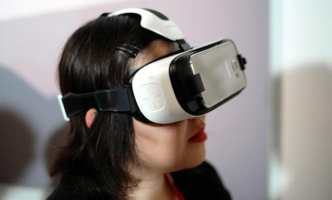 Samsung's VR headset gets the first Oculus-powered paid app store