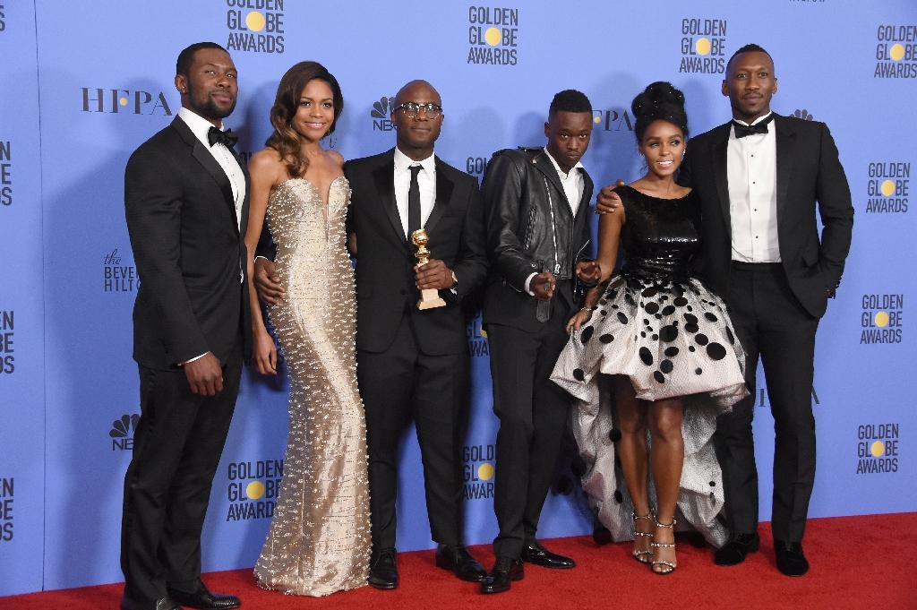 """The cast of """"Moonlight"""" pose after winning the Best Motion Picture - Drama, award at the 74th Annual Golden Globes on January 8, 2017 in Beverly Hills, California (AFP Photo/ROBYN BECK)"""
