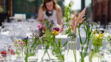 Noiva exige que convidados trabalhem por cinco dias para organizar seu casamento de graça
