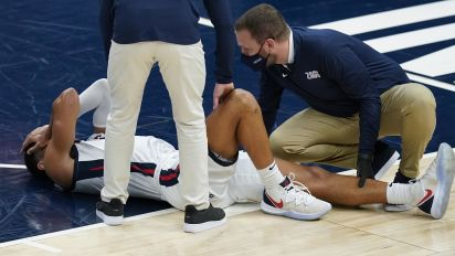 No. 1 Zags survive injury scare, Mountaineers