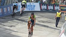 Horror beim Giro: Absperrgitter treffen Rad-Profis