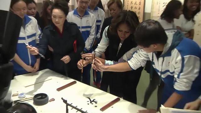 First Ladies try calligraphy, tour Forbidden City
