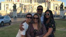 Carla Perez aproveita férias na Itália com a família