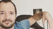 Ángel Martín sigue los pasos de Ángel Llácer imitando a Paula Vázquez en bañador