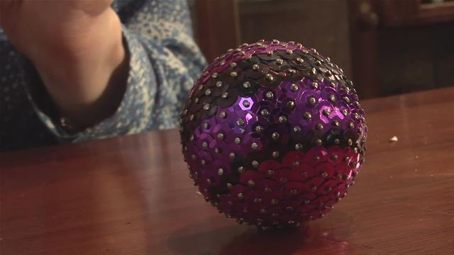 How To Create A Sequined Christmas Decoration