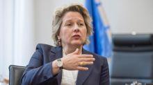 Umweltministerin Schulze setzt die Wirtschaft unter Druck