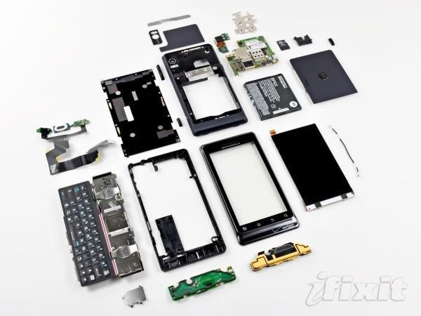 Motorola Droid 2 ripped to shreds, where's an astromech when you need one?