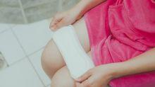 'Stand by Her': el movimiento en China que reparte toallas sanitarias gratuitas en las escuelas