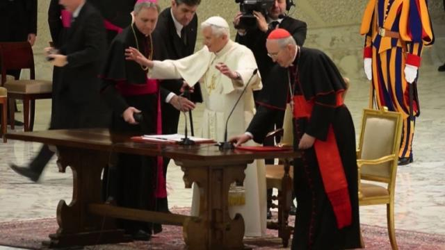 Pope addresses Rome's parish priests