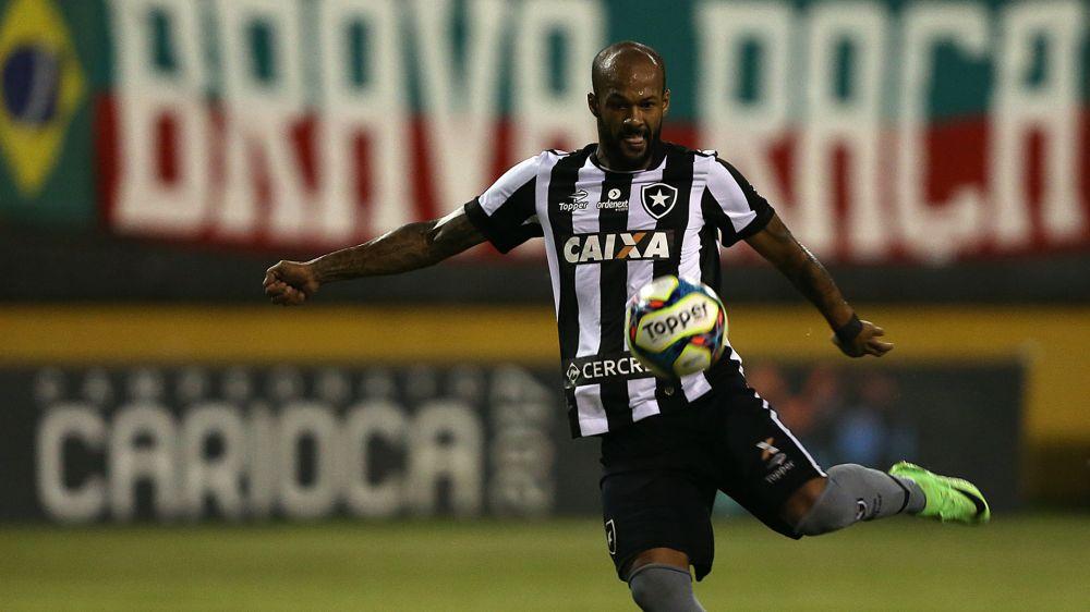 """► Bruno Silva chuta bola em juiz, é expulso e Jair dá bronca: """"capitão não pode ter essa atitude"""""""