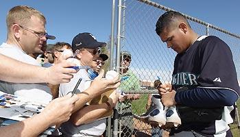 Mariners' Hernandez matures at ripe age of 24