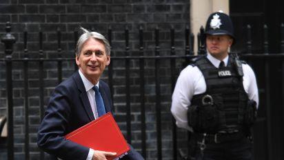 Deficit widens ahead of Hammond's Budget