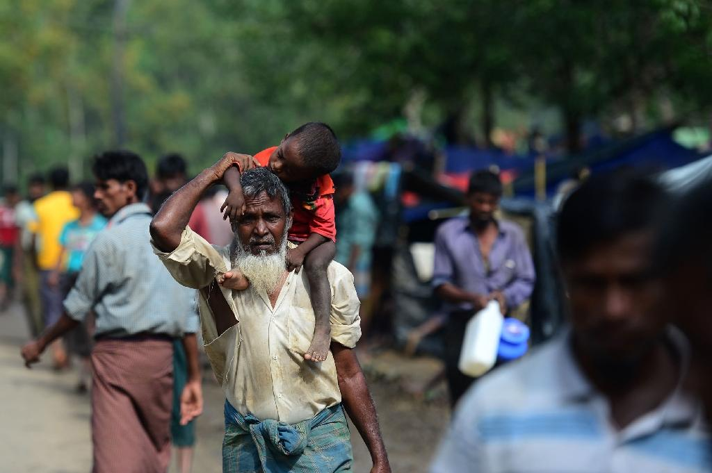 Bangladesh mobile phone providers have been threatened with fines if they provide any of the nearly 430,000 newly arrived refugees from Myanmar with phone plans