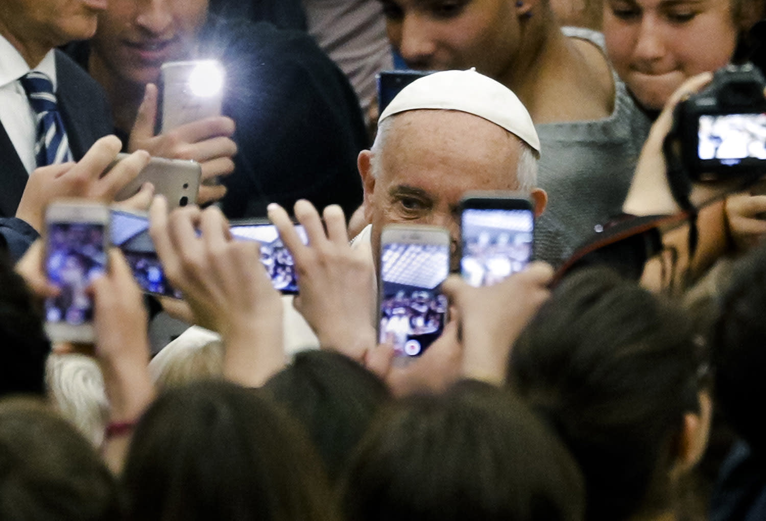 <p>Pope Francis is cheered by students' groups advocating for peace as he arrives for an audience with them at the Paul VI Hall at the Vatican, May 6, 2017. (Photo: Andrew Medichini/AP) </p>