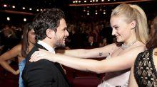 El momentazo de los Emmy 2019: el emotivo abrazo entre Kit Harington y Sophie Turner
