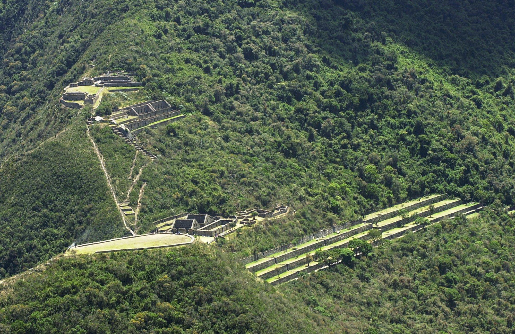"""FILE - This Oct. 1, 2003 file photo shows the Choquequirao ruins in Cusco, Peru. Choquequirao, which means """"cradle of gold"""" in Quechua, is believed to be the last refuge of Incan rulers who fled Cuzco after its leader Manco Inca was defeated by Spanish conquistadors. (AP Photo/Martin Mejia, File)"""