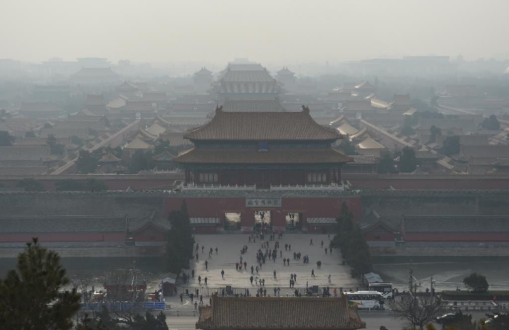 Beijing imposed 'red alert' measures for four days starting Saturday, the second time it has been applied since teh Chinese capital established the pollution precaution scheme in 2013 (AFP Photo/Greg Baker)