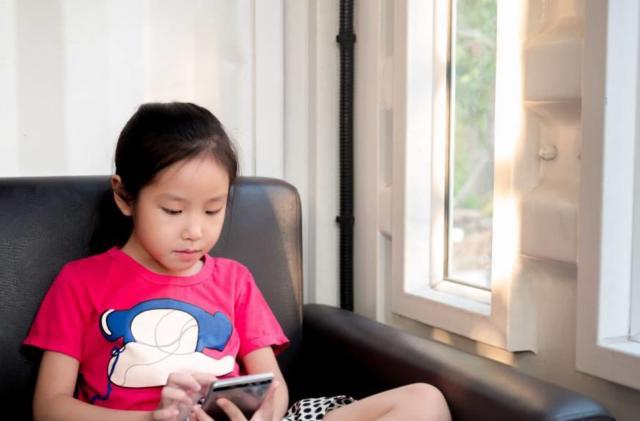 Japan thinks smartphones are destroying students' eyesight