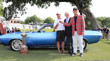 Kevin Na gives Kenny Harms the best caddie gift ever: the sweet Dodge muscle car he won at the Charles Schwab Challenge