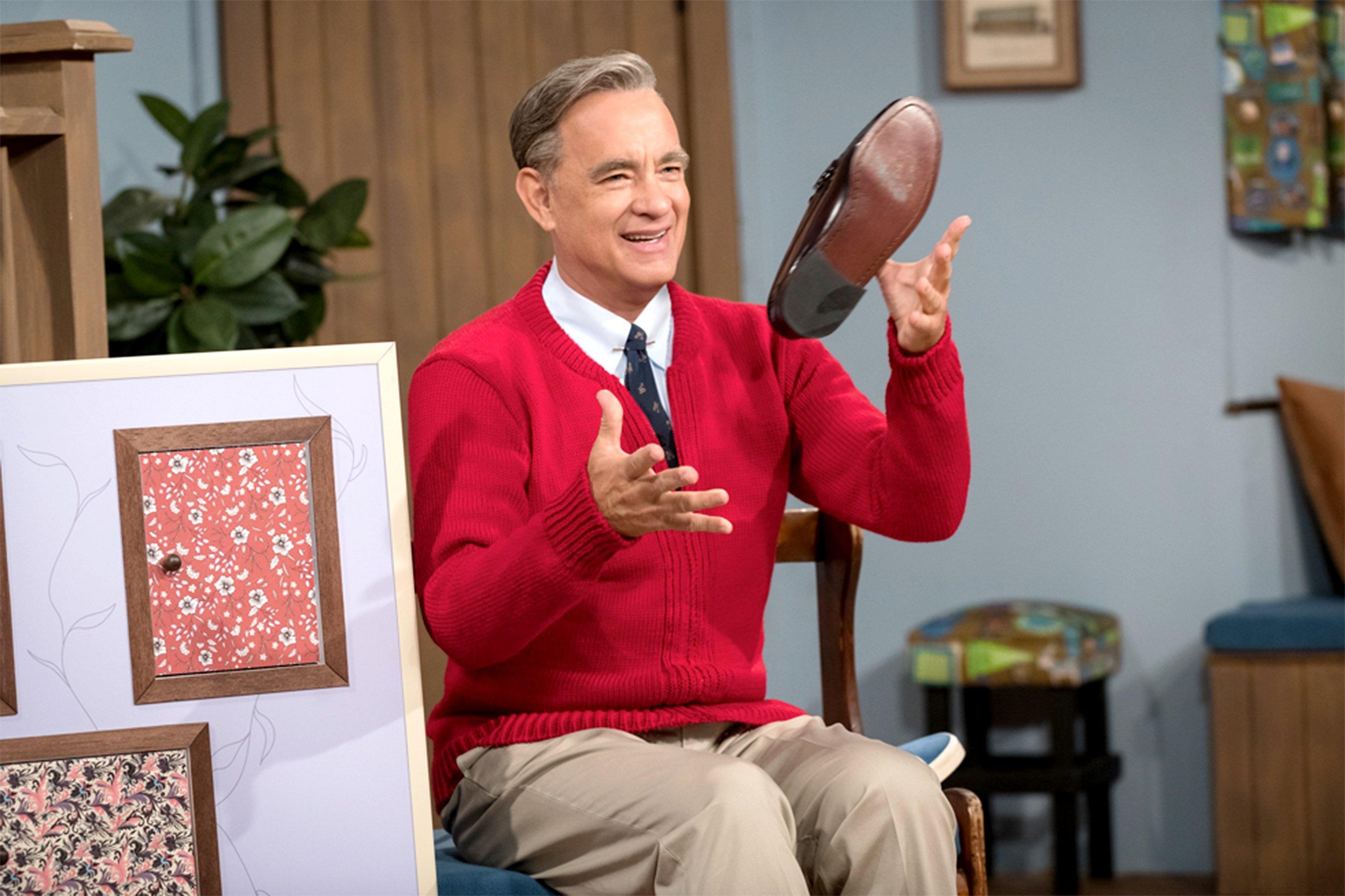 Tom Hanks Looks Just Like Mr Rogers In New Photo From A Beautiful Day In The Neighborhood