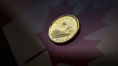 Canadian dollar notches two-week high on rising U.S.-China trade deal hopes