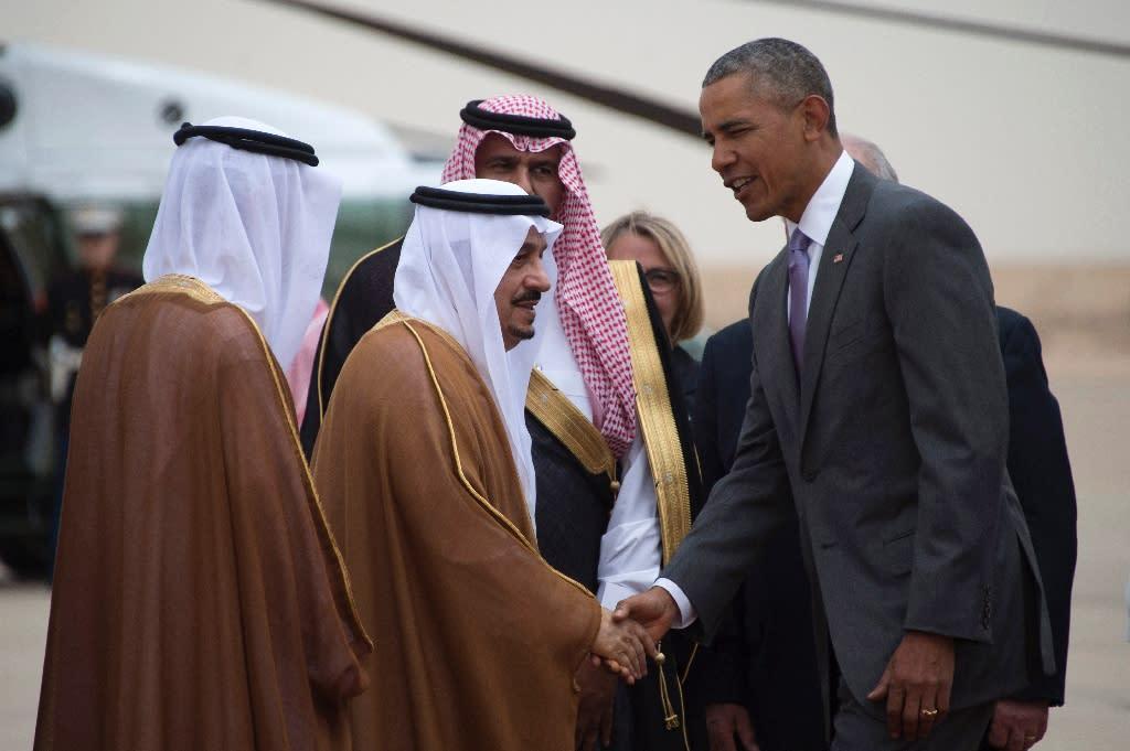 US President Barack Obama (R) shakes hands with Prince Faisal bin Bandar bin Abdelaziz al-Saud, Governor of Riyadh on April 20, 2016 (AFP Photo/Jim Watson)