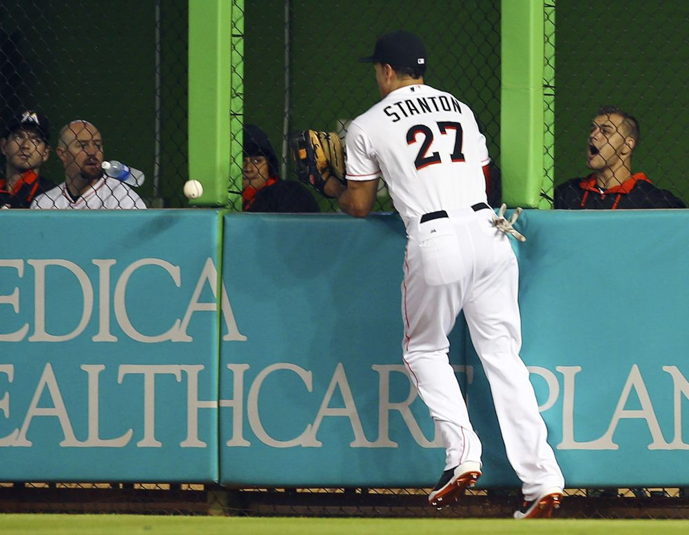 Stanton leaves Marlins game with wrist injury