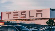 How Large Tesla Option Traders Are Playing The September Sell-Off