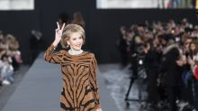 Jane Fonda, a 79 anni regina incontrastata della sfilata agli Champs-Élysées