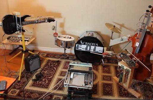 Robot band covers Marilyn Manson, renders sullen teenagers obsolete (video)