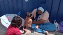 Bondad que transforma vidas… Pequeño regala sus zapatos a un niño de la calle (video)
