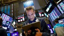 Wall Street recua após ataques na Arábia Saudita, ações de energia disparam