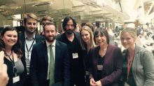 Was macht Keanu Reeves im Parlament?