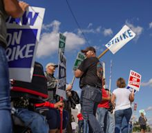 After 30 days, GM-UAW talks suddenly face a deadline. Here's why the clock is ticking