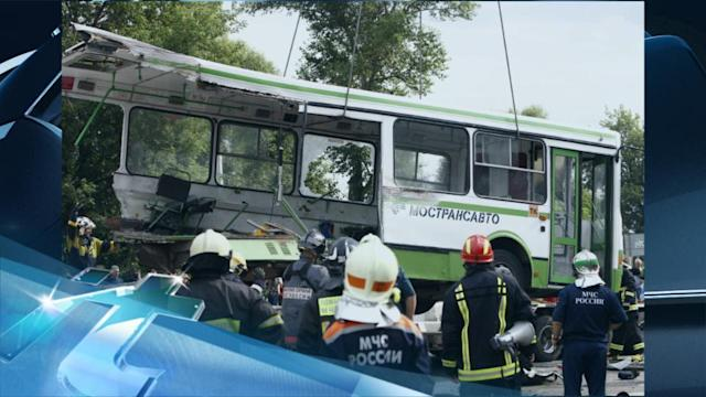 Breaking News Headlines: Eighteen Killed After Truck Ploughs Into Bus Outside Moscow